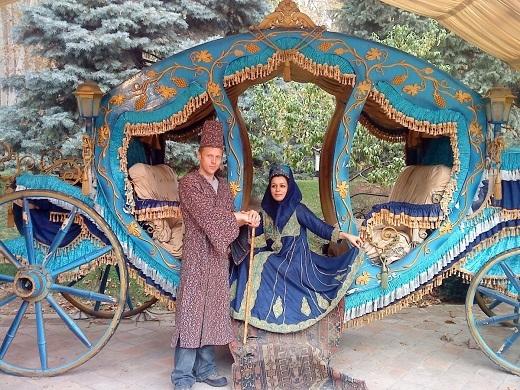 Đây là ảnh của Gunnar chụp cùng Neda – một cô gái Iran muốn lấy anh làm chồng. Anh đã từ chối khéo, tuy vậy vẫn đồng ý chụp một kiểu ảnh với Neda trong trang phục cưới.