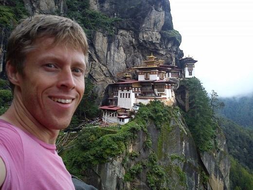 Gunnar và khung cảnh ngoạn mục của Paro Taktsang, Bhutan.