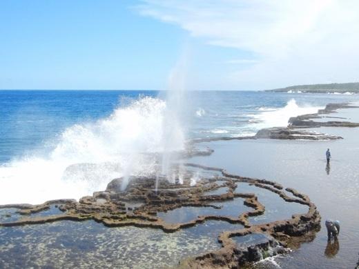 Gunnar chia sẻ rằng anh rất may mắn khi được tận mắt chứng kiến lỗ phun nước ở Tonga. Các con sóng phun lên từ hố hẹp tạo nên những hiệu ứng đẹp mắt.