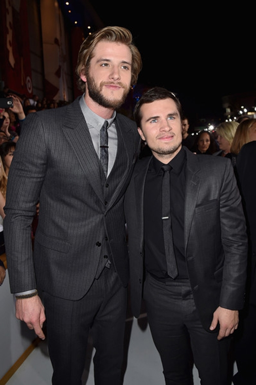 Liam Hemsworth và Josh Hutcherson
