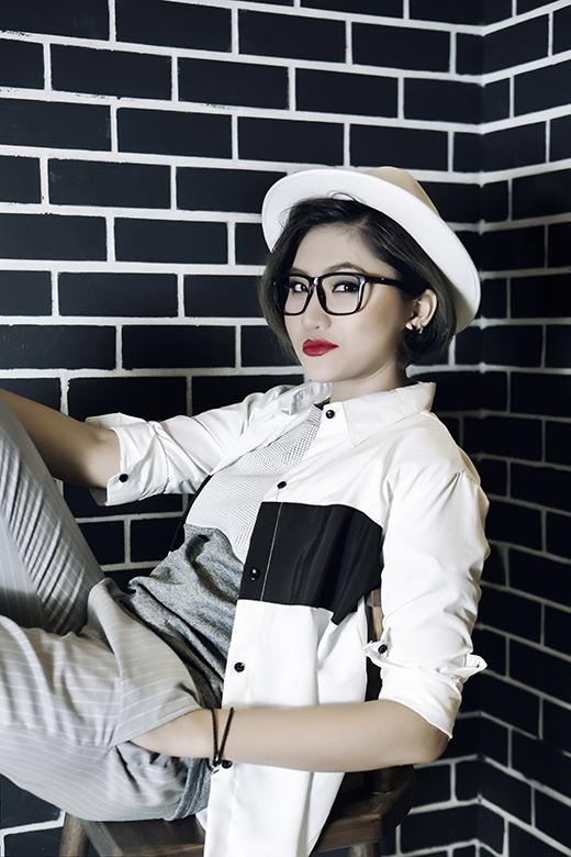 Vicky Nhung còn được khán giả nhớ đến là cô học trò cưng củaĐàm Vĩnh Hưngkhi được anh tự tay cắt tóc, tư vấn ca khúc dự thi và thường xuyên đưa cô cùng những thí sinh khác đi biểu diễn để có thêm nhiều kinh nghiệm.