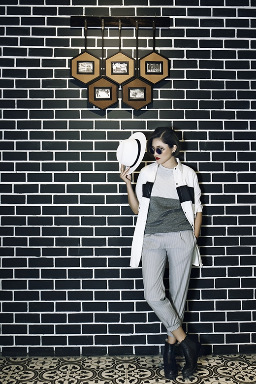 Cô cũng đã tung ra một MV mashup 4 bài hát của 4 vị Huấn luyện viên Giọng Hát Việtmùa thứ 3 này như một món quà cô muốn tặng cho họ vì đã cùng bấm nút chọn cô trong vòng Giấu mặt.