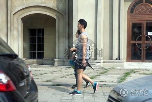 Phạm Băng Băng và Lý Thần đi dạo phố.
