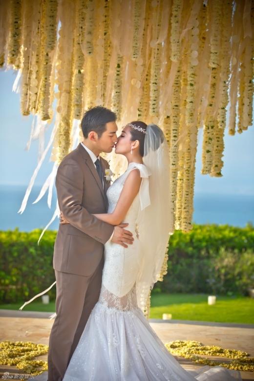 Loạt ảnh cưới đẹp như mơ của Nghiêm Khoan và Đỗ Nhược Khê.