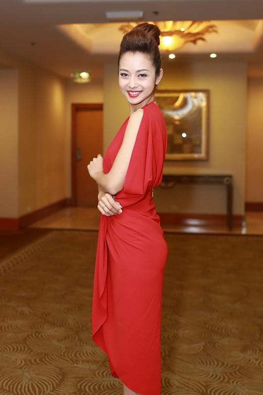 Cận cảnh gương mặt thanh tú cùng nhan sắc ngày càng mặn mà của Jennifer Phạm.