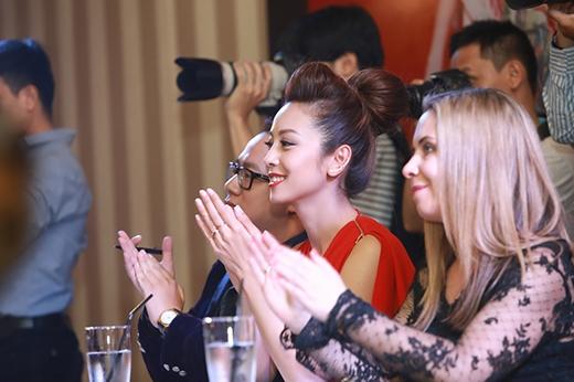 Jennifer Phạm đẹp hút hồn đi chấm thi thời trang