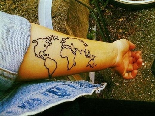 Đánh dấu hẳn cả bản đồ thế giới lên tay.