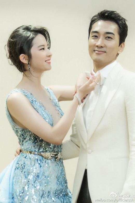 Choáng với vẻ đẹp của bố mẹ Song Seung Hun - Lưu Diệc Phi
