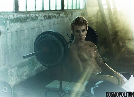 Justin Bieber ấn tượng với con gái quần ngắn khoe mông