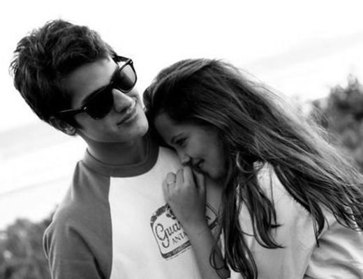 Yêu bạn gái xinh đẹp, sung sướng hay đau khổ?