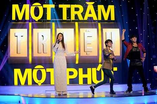 Cả ba người chơi sẽ cùng nhau đấu trí để giành lấy giải thưởng cao nhất của chương trình. - Tin sao Viet - Tin tuc sao Viet - Scandal sao Viet - Tin tuc cua Sao - Tin cua Sao