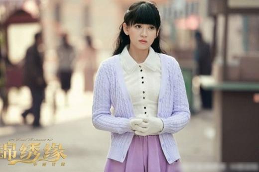 Người đẹp Đài Loan khá đủng đỉnh khi xuất hiện trong hai bộ phim của đài Hồ Nam - Cẩm tú duyên hoa lệ mạo hiểm, Vẫn cứ thích em. Rất may, hai bộ phim đều thành công vang dội, giúpTrần Kiều Ângiữ vững vị trí trong lòng khán giả.