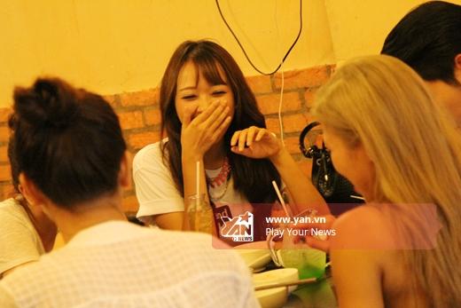 Trang Pháp, Băng Di hí hửng rủ rê đồng bọn đi ăn bún đậu - Tin sao Viet - Tin tuc sao Viet - Scandal sao Viet - Tin tuc cua Sao - Tin cua Sao