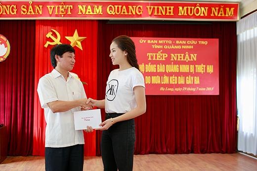 Kỳ Duyên nghẹn ngào khi chứng kiến hoàn cảnh khó khăn của người dân - Tin sao Viet - Tin tuc sao Viet - Scandal sao Viet - Tin tuc cua Sao - Tin cua Sao
