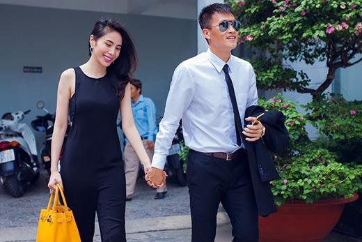 Vợ chồng Thủy Tiên - Công Vinh hạnh phúc tay trong tay khi tham gia một sự kiện. - Tin sao Viet - Tin tuc sao Viet - Scandal sao Viet - Tin tuc cua Sao - Tin cua Sao