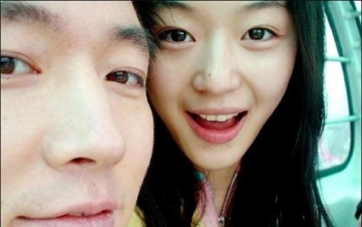 Mợ chảnh Jun Ji Hyun lên xe hoa từ năm 2012 trong sự chúc phúc của người hâm mộ. Gần đây truyền thông Hàn cho biết Jun Ji Hyun và chồng doanh nhân chuẩn bị chào đón thiên thần nhỏ đầu tiên sau 3 năm kết hôn.
