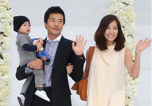 Vào đầu năm nay, Son Tae Young và Kwon Sang Woo cũng đã chào đón đứa bé hai của gia đình - công chúa nhỏ Riho. Cả hai kết hôn từ năm 2008 và đã có hai con, cậu bé lớn hiện nay đã 4 tuổi.