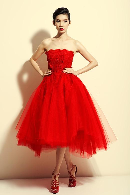 Siêu mẫu Xuân Lan tiếp tục đồng hành cùng nhà thiết kế Đỗ Mạnh Cường với vai trò giám đốc catwalk.