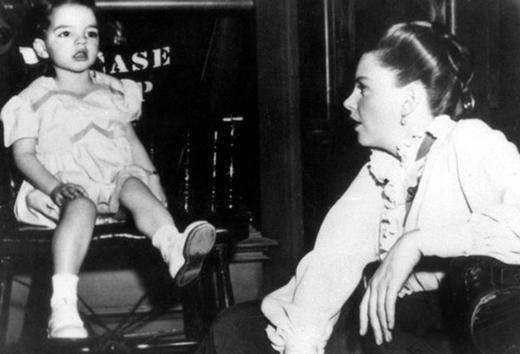 Điểm danh những cặp mẹ con từ ngoài đời đến màn ảnh của Hollywood