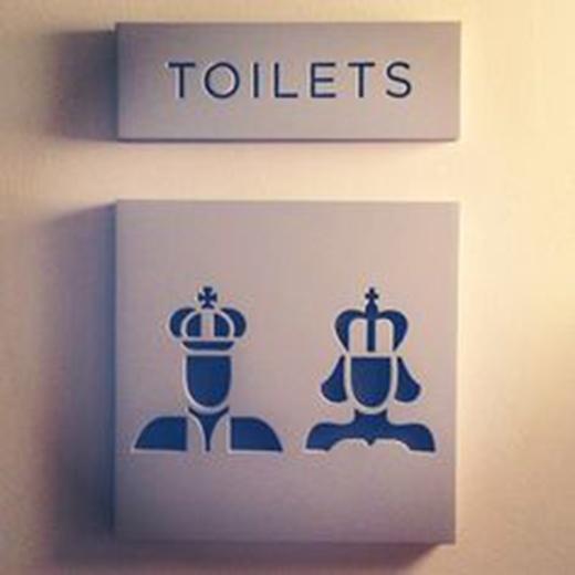 """Nhà vệ sinh dành cho """"nhà vua"""" và """"nữ hoàng""""."""