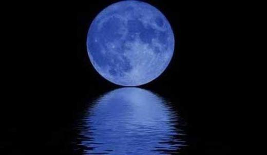 """Cứ 2,7 năm lại xuất hiện hiện tượng """"trăng xanh"""" (tức trăng tròn 2 lần trong 1 tháng) một lần."""