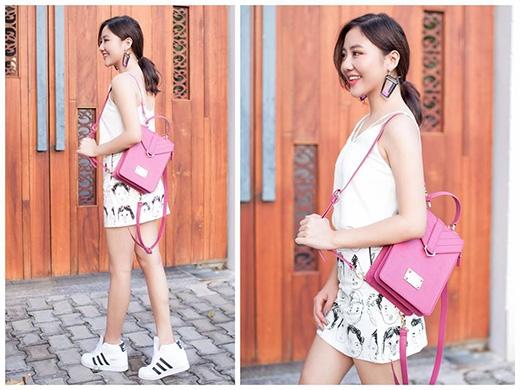 Văn Mai Hương năng động, trẻ trung với chân váy midi cùng áo hai dây gợi cảm. Cô nàng tạo điểm nhấn cho tổng thể bằng chiếc balo mi ni tông hồng điệu đà.