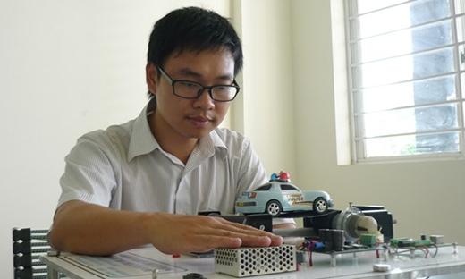 Chàng tiến sĩ trẻ Nguyễn Bá Hải đã chung tay mang niềm hy vọng mới đến với những người mù lòa