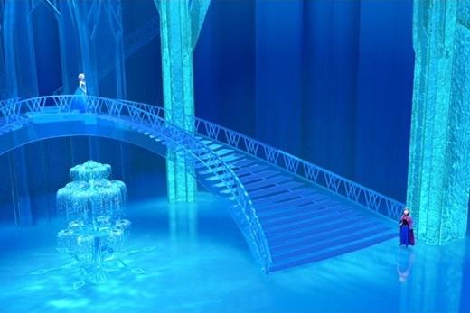 Lâu đài băng tuyết củaElsacũng giống như cô: đẹp nhưng lạnh giá và không hề chào đón bất cứ ai.