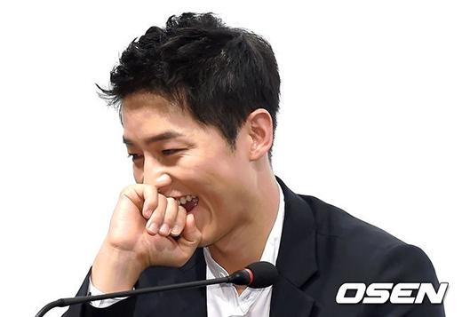 Song Joong Ki gây bất ngờ với vẻ đẹp hoàn hảo sau khi xuất ngũ