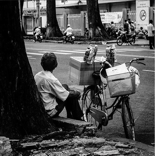 Những phận đời long đong ở Sài Gòn luôn khiến người ta phải nao lòng. Dù có khó khăn nhưng họ luôn sống bằng chính sức lao động của mình. (Nguồn IG: smouse1511)