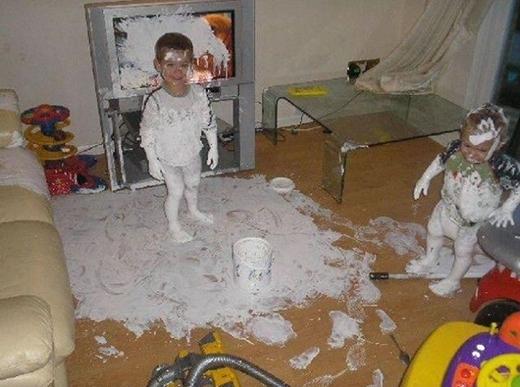 """""""Tụi con chỉ muốn giúp bố sơn lại nhà cho… đẹp mà thôi""""."""