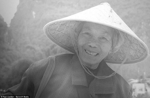 Những chi tiết trên mặt như nếp nhăn hay các sợi tóc của cụ bà ởDương Sóc,Trung Quốcđềurất tỉ mỉ và chi tiết.