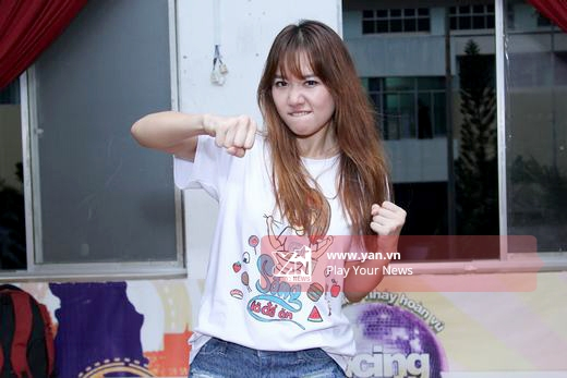 Nữ ca sĩ xuất hiện với style năng động trong chiếc áo thun chibi của mình. - Tin sao Viet - Tin tuc sao Viet - Scandal sao Viet - Tin tuc cua Sao - Tin cua Sao