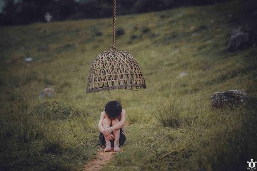 Những lúc mệt mỏi, tủi hờn, em chỉ mong sao mình cũng có một nơi để về, một mái nhà để che nắng mưa, bão tố.