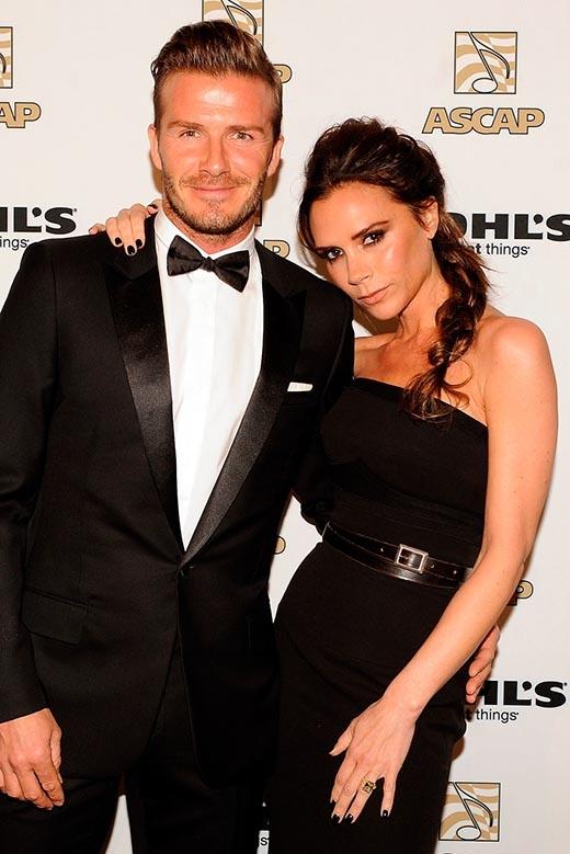 """Cựu thành viên Spice Girls, Victoria Beckham có lẽ là ngôi sao gây ra nhiều ý kiến trái chiều nhất đối với các tiếp viên hàng không. Một số nhận định người đẹp và ông xã danh thủ nổi tiếng David Beckham thuộc top sao hành xử đẹp nhất khi đi máy bay. Một số khác lại cho rằng cô quá """"thô lỗ và kinh khủng""""."""