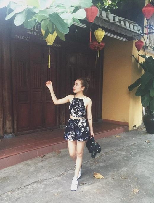 Say đắm với vẻ đẹp mê hồn của hot girl Phương Ly