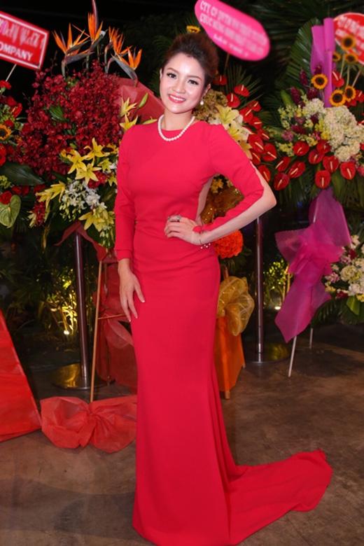 """Soi """"sạn"""" trên trang phục của người đẹp Việt tuần qua"""