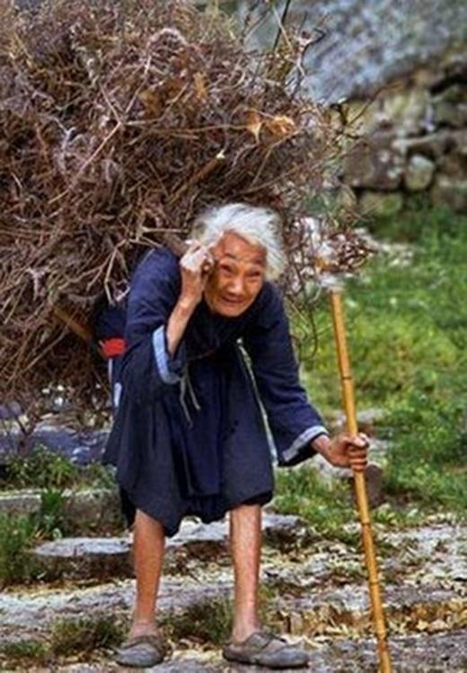 Hãy lấy sự kiên trì của bà cụ để làm động lực cho cuộc sống khi bạn muốn từ bỏ một việc gì.