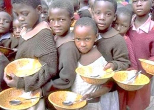 Đừng nên lãng phí thức ăn bởi vì còn biết bao nhiêu người đang chìm trong cảnh đói khát.