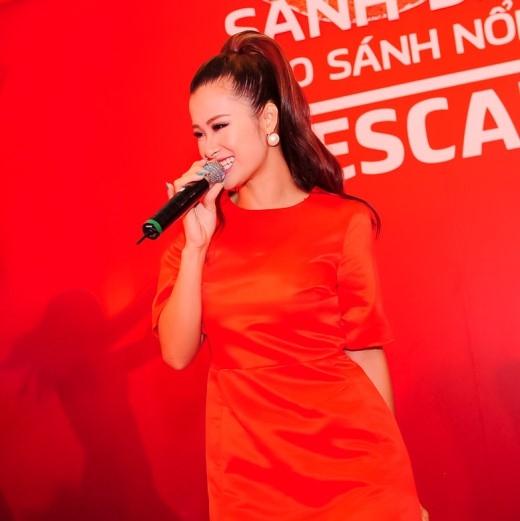 """Sau viral clip hài hước khuấy động đường phố Sài Gòn, Đông Nhi trở thành người khởi đầu cho trào lưu """"vũ điệu khuấy café"""" đình đám trên mạng xã hội. - Tin sao Viet - Tin tuc sao Viet - Scandal sao Viet - Tin tuc cua Sao - Tin cua Sao"""