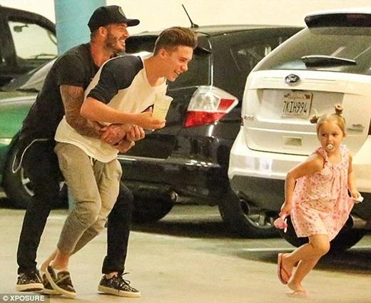 Bị chỉ trích quá chiều Harper Seven, David Beckham bức xúc lên tiếng