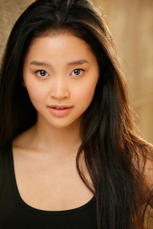 Ngoại hình Châu Á nhỏ nhắn là một trong những yếu tố khiến cô nhận được vai diễn.