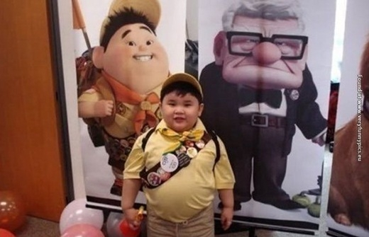 Cậu bé mũm mĩm siêu dễ thương nhìn y hệt Russel trong phim Up.