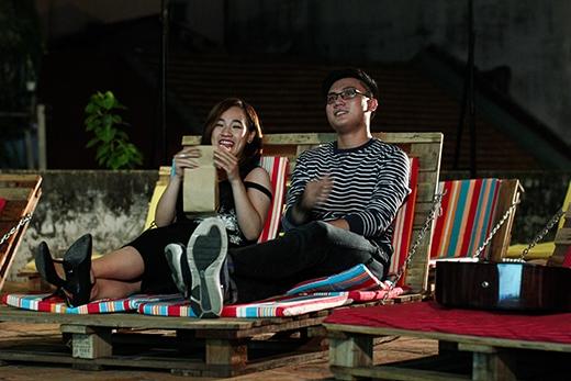 Buổi hẹn hò của Quỳnh Như diễn ra tại CineB - một địa điểm vui chơi mới nổi ở Sài Gòn và rất được các bạn trẻ yêu thích. CineB là một rạp phim ngoài trời lấy cảm hứng từ những rạp chiếu phim công cộng ở nước ngoài. Rạp chiếu phim này nằm lọt thỏm giữa những cao ốc ở trung tâm thành phố, phía dưới là khu phố bán đồ cổ Lê Công Kiều vắng lặng ngày cuối tuần. Nơi đây hứa hẹn sẽ là một điểm hẹn hò lãng mạn nhẹ nhàng và không kém phần độc đáo cho các cặp đôi