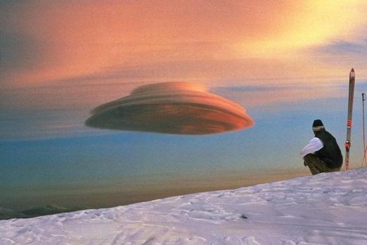Một đám mây có hình dáng giống... chiếc đĩa bay.