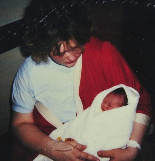 Joe Holliday sinh ra với căn bệnh dị tật hiếm gặp