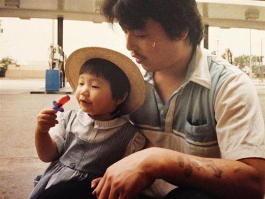 Diana Kim chụp cùng bố vào năm 1988.