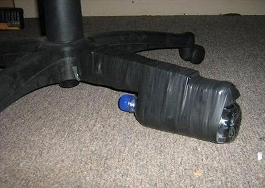 Dân văn phòng nên học hỏi cách sửa chữa ghế với những vật liệu có sẵn quanh ta.