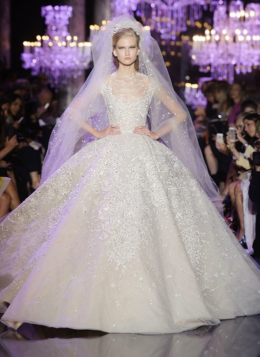 Lóa mắt trước vẻ lung linh của váy cưới Thu - Đông 2015