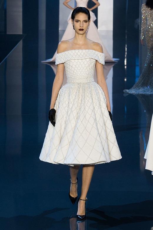 Váy xòe ngắn cho những quý cô yêu thích sự trẻ trung, năng động.